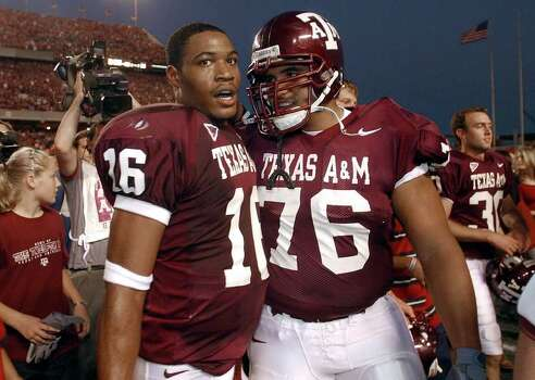 Texas A&M's Aldo De La Garza (76) congratulates rookie quarterback Reggie McNeal (16) after they defeated Oklahoma 30-26 at Kyle Field Stadium on Saturday, November 9, 2002. Photo: KIN MAN HUI, SAEN / SAN ANTONIO EXPRESS-NEWS