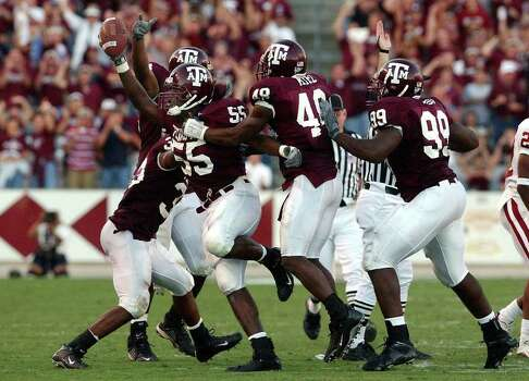 Texas A&M's Randall Webb (55) gets congratulated by teammates after he recovers an Oklahoma fumble which lead to a touchdown to give the Aggies a 30-26 lead over Oklahoma at Kyle Field Stadium on Saturday, November 9, 2002. Photo: KIN MAN HUI, SAEN / SAN ANTONIO EXPRESS-NEWS