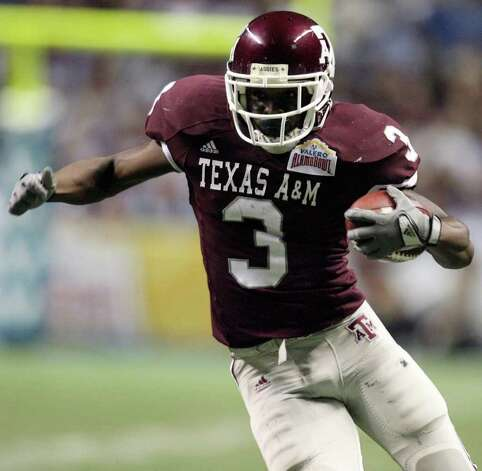 FOR SPORTS -  Texas A&M's Mike Goodson heads up field against Penn State during first half actiton of the Valero Alamobowl Saturday Dec. 29, 2007 at the Alamodome.  (PHOTO BY TOM REEL/STAFF) Photo: TOM REEL, SAEN / SAN ANTONIO EXPRESS-NEWS