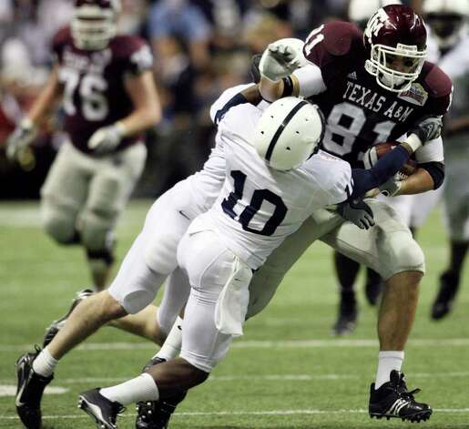 FOR SPORTS -  Texas A&M's Joey Thomas looks for room around Penn State's Lydell Sargeant during first half actiton of the Valero Alamobowl Saturday Dec. 29, 2007 at the Alamodome.  (PHOTO BY TOM REEL/STAFF) Photo: TOM REEL, SAEN / SAN ANTONIO EXPRESS-NEWS