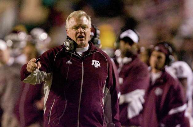 Texas A&M head coach Mike Sherman yells at an official in the fourth quarter of his Advocare 100 Independence Bowl game against Georgia Monday, Dec. 28, 2009, in Independance Stadium in Shreveport. ( Nick de la Torre / Chronicle ) Photo: Nick De La Torre, SAEN / Houston Chronicle