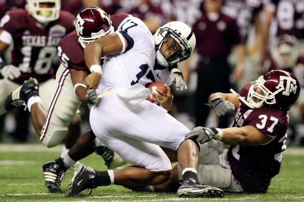 FOR SPORTS - Penn State's Daryll Clark is tackled by Texas A&M's Jordan Pugh and Misi Tupe during first half action of the Valero Alamobowl Saturday Dec. 29, 2007 at the Alamodome.  (PHOTO BY EDWARD A. ORNELAS/STAFF) Photo: EDWARD A. ORNELAS, SAEN / SAN ANTONIO EXPRESS-NEWS