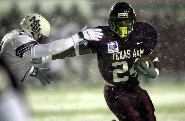 Texas A&M's Richard Whitaker (24) blasts past Mississippi States's Eugene Clinton (14) during first half action Sunday Dec. 31, 2000 in Shreveport, LA during the 25th annual Sanford Independence Bowl. The Aggies lost 43-41. One of the lows of Texas A&M's time with the Big 12 was the team's 1-9 bowl record. Photo: EDWARD A. ORNELAS, SAEN / EN