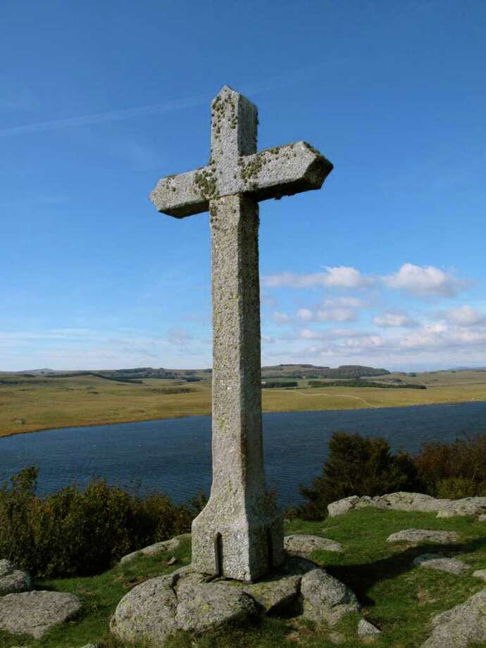 A cross overlooks one of the many lakes along the Route d'Argent. Photo: Amy Laughinghouse