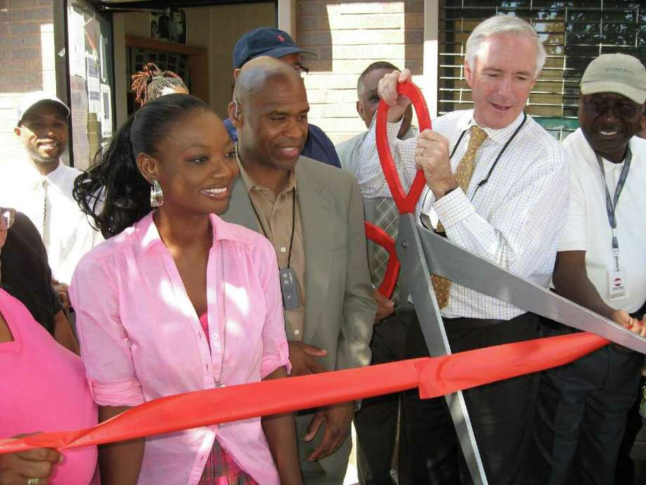 Mayor Bill Finch and other city officials celebrated the reopening of the East End Police Dept. substation on Stratford Avenue Wednesday. From left are Ameca Ellis of the East End Community Council (pink blouse), Councilman Andre F. Baker Jr., Mayor Finch, and Councilman James Holloway. Photo: John Burgeson / Connecticut Post