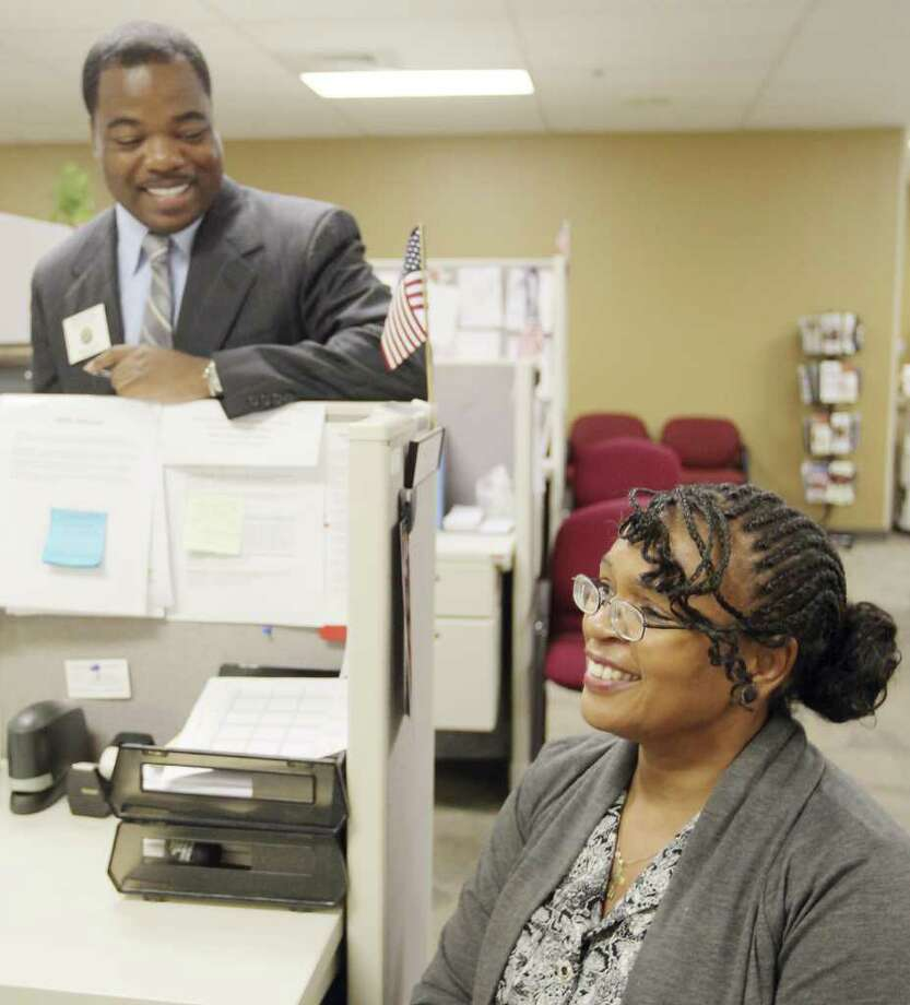 Retired Air Force Chief Master Sgt.,  Janice Maupin, right, consults with Texas Veterans Commission employment representative Bryan Daye. Photo: Darren Abate, Darren Abate/Special To The Express-News