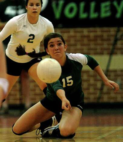 Krista Kolbinskie (15) of Incarnate Word successfully digs the ball during girls prep volleyball action on Wednesday, Aug. 31, 2011. BILLY CALZADA / gcalzada@express-news.net  Antonian at Incarnate Word volleyball Photo: BILLY CALZADA, Express-News / gcalzada@express-news.net