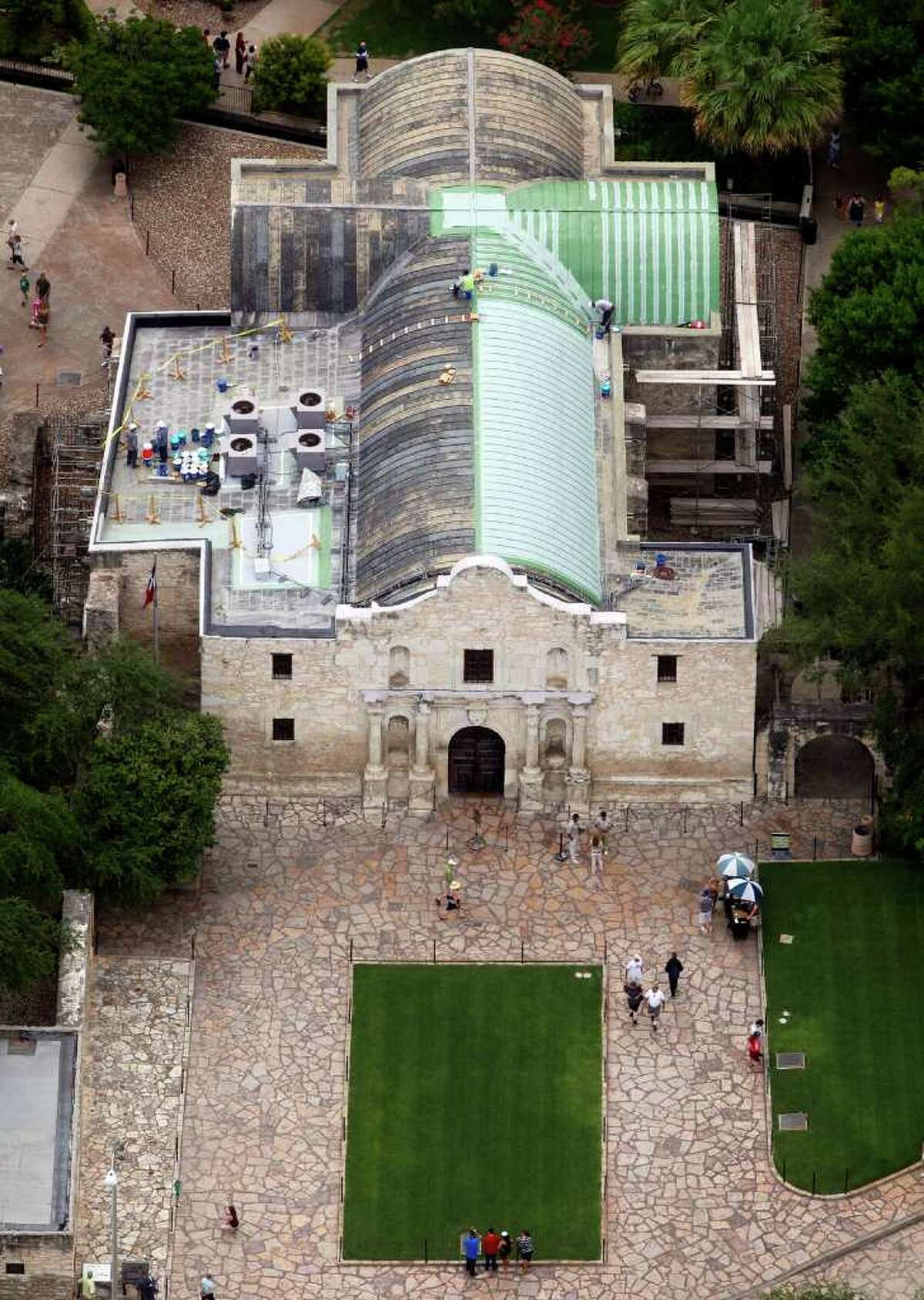 This summer, workers at the Alamo applied an acrylic waterproofing product called Hydro-Stop to the vaulted portion of roof's exterior to control leaks. An engineer's report called water intrusion the