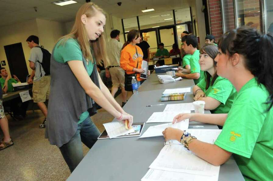Seen: Siena College Freshmen Move In Day 2011