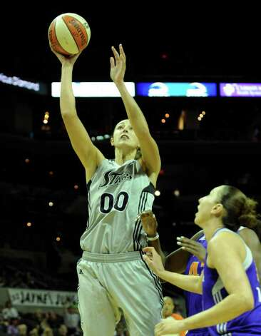 Ruth Riley shoots from within the key against the Phoenix Mercury during WNBA action at the AT&T Center on Thursday, Sept. 1, 2011. BILLY CALZADA / gcalzada@express-news.net  Phoenix Mercury at San Antonio Silver Stars Photo: BILLY CALZADA, Express-News / gcalzada@express-news.net