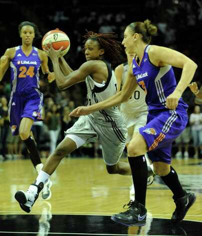 Danielle Robinson (13) of the San Antonio Silver Stars drives by Diana Taurasi, right of the Phoenix Mercury during WNBA action at the AT&T Center on Thursday, Sept. 1, 2011. BILLY CALZADA / gcalzada@express-news.net  Phoenix Mercury at San Antonio Silver Stars Photo: BILLY CALZADA, Express-News / gcalzada@express-news.net