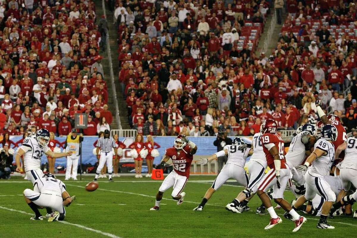 GLENDALE, AZ - JANUARY 01: Dave Teggart #38 of the Connecticut Huskies makes a 38-yard field goal in the second half against the Oklahoma Sooners during the Tostitos Fiesta Bowl at the Universtity of Phoenix Stadium on January 1, 2011 in Glendale, Arizona. (Photo by Tom Pennington/Getty Images)