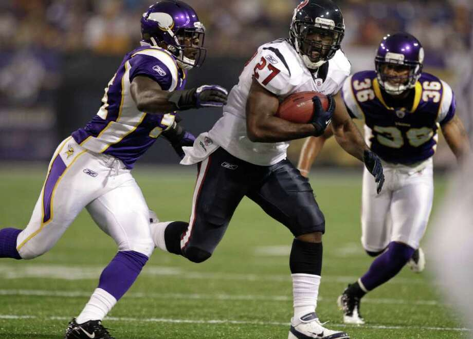 Houston Texans running back Chris Ogbonnaya (27) runs the ball against the Minnesota Vikings during the first quarter of an NFL preseason football game at the Hubert H. Humphrey Metrodome Thursday, Sept. 1, 2011, Minneapolis. Photo: Brett Coomer, Houston Chronicle / © 2011 Houston Chronicle