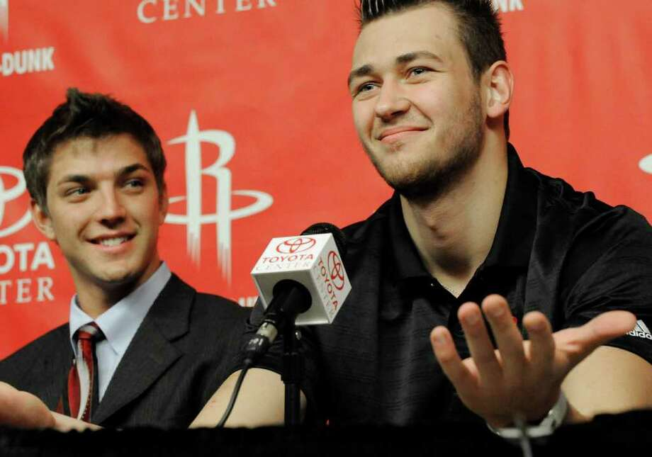 Houston Rockets new players Donatas Motiejunas, right, of Serbia, and Chandler Parsons look on during a basketball news conference, Friday, June 24, 2011, in Houston. (AP Photo/Pat Sullivan) Photo: Pat Sullivan, STF / AP