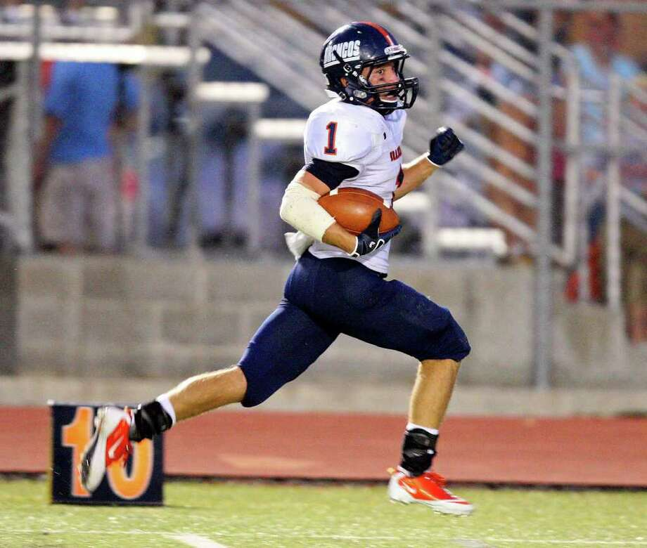 Brandeis' Trinton Ynclan runs to the end zone for a touchdown against Boerne Championduring first half action Friday Sept. 2, 2011 at Boerne ISD Stadium in Boerne, TX. Photo: EDWARD A. ORNELAS, Express-News / SAN ANTONIO EXPRESS-NEWS (NFS)