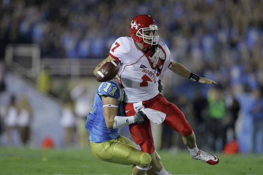 UCLA offers QB Case Keenum and the Coogs a true test to start the season. Photo: Nick De La Torre, Chronicle / Houston Chronicle