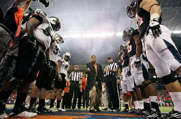 FOR SPORTS - UTSA President Ricardo Romo (center) tosses the coin before the game with Northeastern State Saturday Sept. 3, 2011 at the Alamodome. Photo: EDWARD A. ORNELAS, Express-News / SAN ANTONIO EXPRESS-NEWS (NFS)