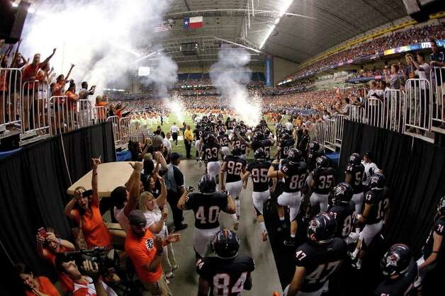 The UTSA football team takes the field for the first time to play against Northeastern State at the Alamodome on Saturday, Sept. 3, 2011. UTSA defeated Northeastern State, 31-3. Kin Man Hui/kmhui@express-news.net Photo: Kin Man Hui, Express-News / SAN ANTONIO EXPRESS-NEWS (NFS)