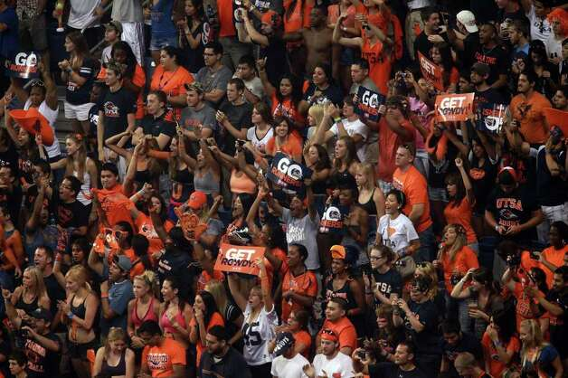 Fans cheer during UTSA's inaugural football game against Northeastern State at the Alamodome on Saturday, Sept. 3, 2011. LISA KRANTZ/lkrantz@express-news.net Photo: LISA KRANTZ, Express-News / SAN ANTONIO EXPRESS-NEWS