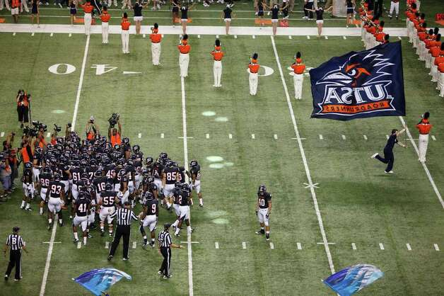 UTSA players gather on the field after running on it for UTSA's inaugural football game against Northeastern State at the Alamodome on Saturday, Sept. 3, 2011. LISA KRANTZ/lkrantz@express-news.net Photo: LISA KRANTZ, Express-News / SAN ANTONIO EXPRESS-NEWS
