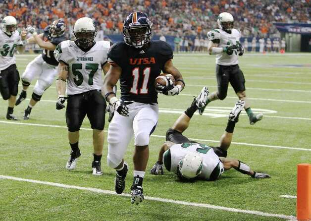 UTSA's David Glasco, II (11) runs in for touchdown against Northeastern State in the second half at the Alamodome on Saturday, Sept. 3, 2011. UTSA defeated Northeastern State, 31-3. Kin Man Hui/kmhui@express-news.net Photo: Kin Man Hui, Express-News / SAN ANTONIO EXPRESS-NEWS (NFS)
