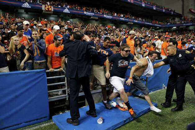 Fans rush the field at the conclusion of UTSA's inaugural football game against Northeastern State at the Alamodome on Saturday, Sept. 3, 2011. LISA KRANTZ/lkrantz@express-news.net Photo: LISA KRANTZ, Express-News / SAN ANTONIO EXPRESS-NEWS