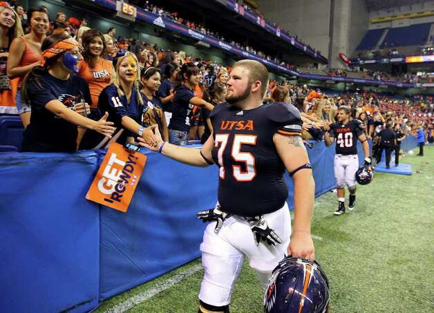 UTSA's Brandy Brown celebrates with fans after the game with Northeastern State Saturday Sept. 3, 2011 at the Alamodome. UTSA won 31-3. Photo: EDWARD A. ORNELAS, Express-News / SAN ANTONIO EXPRESS-NEWS (NFS)