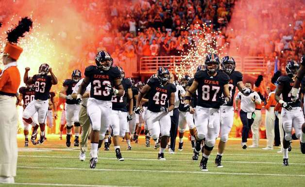 The UTSA football team takes the field against Northeastern State before the game Saturday Sept. 3, 2011 at the Alamodome. Photo: EDWARD A. ORNELAS, Express-News / SAN ANTONIO EXPRESS-NEWS (NFS)