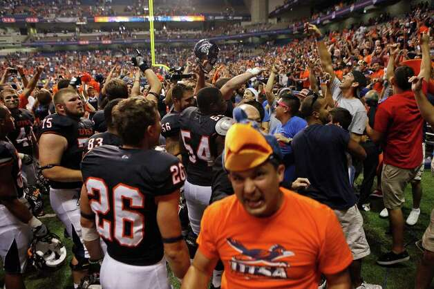 UTSA players and fans celebrate at the conclusion of UTSA's inaugural football game against Northeastern State at the Alamodome on Saturday, Sept. 3, 2011. LISA KRANTZ/lkrantz@express-news.net Photo: LISA KRANTZ, Express-News / SAN ANTONIO EXPRESS-NEWS