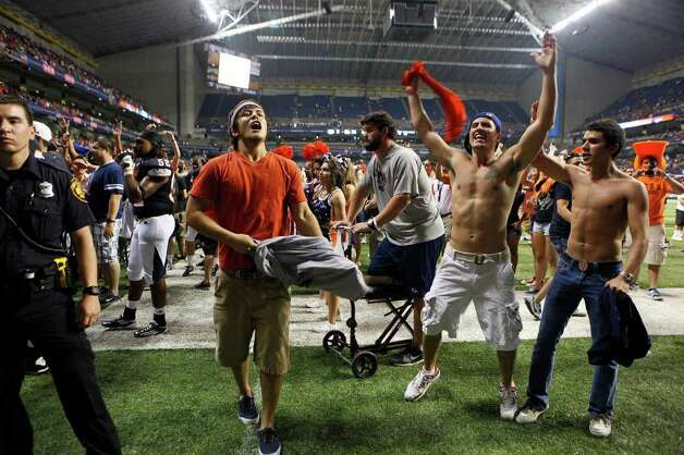 Fans cheer after rushing the field at the conclusion of UTSA's inaugural football game against Northeastern State at the Alamodome on Saturday, Sept. 3, 2011. LISA KRANTZ/lkrantz@express-news.net Photo: LISA KRANTZ, Express-News / SAN ANTONIO EXPRESS-NEWS