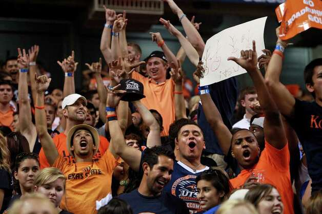 Fans cheer towards the end of UTSA's inaugural football game against Northeastern State at the Alamodome on Saturday, Sept. 3, 2011. LISA KRANTZ/lkrantz@express-news.net Photo: LISA KRANTZ, Express-News / SAN ANTONIO EXPRESS-NEWS