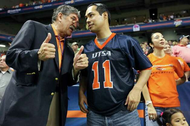 UTSA President Ricardo Romo (left) talks with Mayor Julian Castro before the game with Northeastern State Saturday Sept. 3, 2011 at the Alamodome. Photo: EDWARD A. ORNELAS, Express-News / SAN ANTONIO EXPRESS-NEWS (NFS)