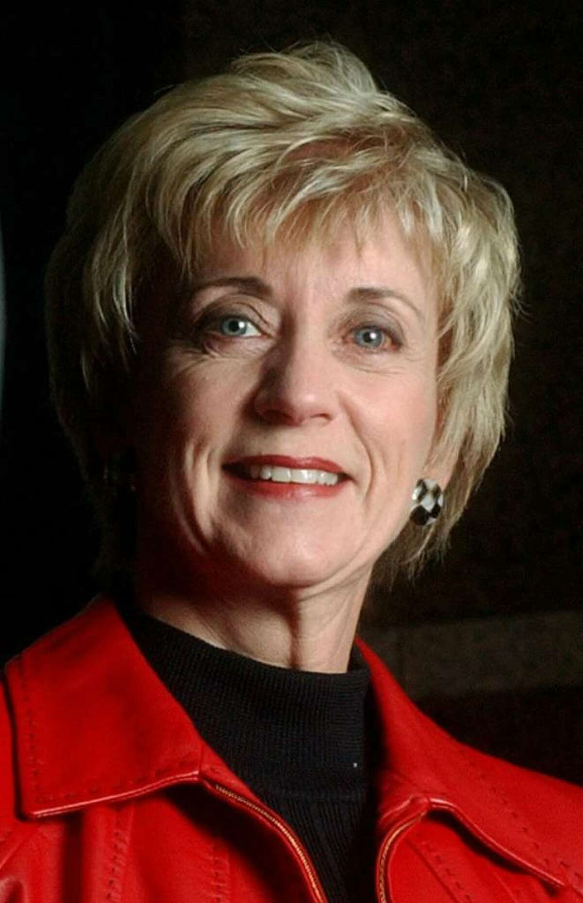Linda McMahon, headshot from December 16, 2003
