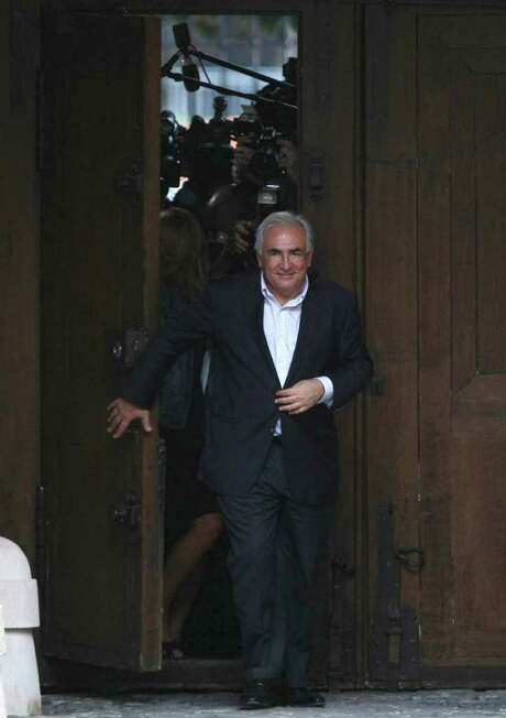 JACQUES BRINON : AP BACK HOME: Dominique Strauss-Kahn arrives at his home in Paris on Sunday, Photo: Claude Paris, STR / AP