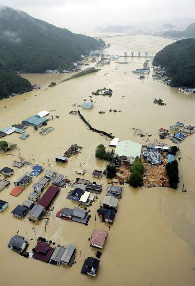 KYODO NEWS STORM'S RAINS: Downpours from Typhoon Talas swamp a residential area in Kiho, central Japan, on Sunday. Japanese media said at least 50 people are missing in the flooding. Photo: SUB / Kyodo News