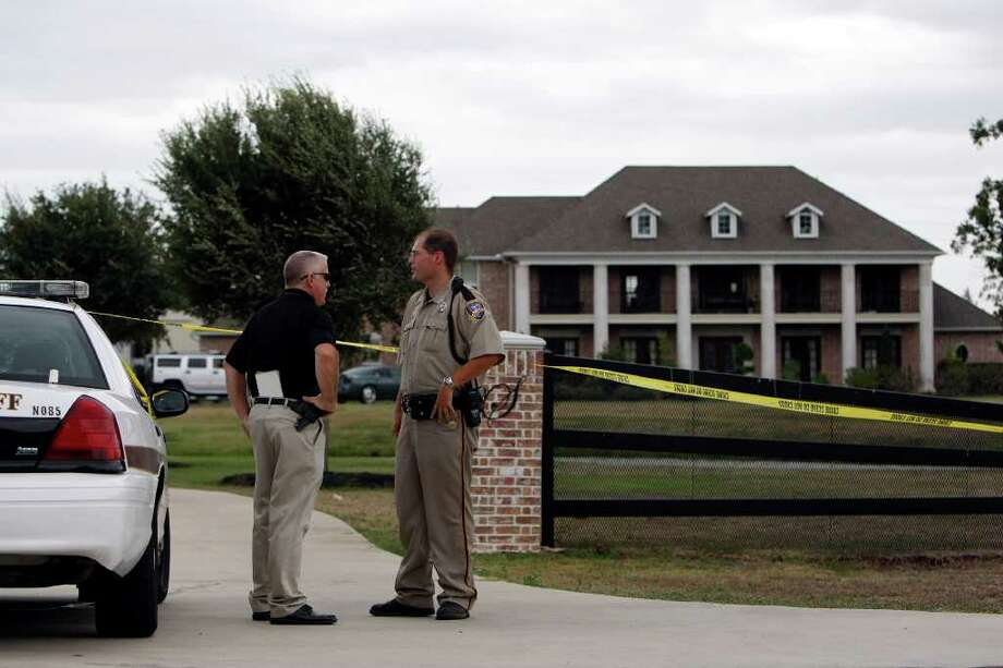Fort Bend officers work the scene at Texans player Antonio Smith's Richmond house on Sunday. Photo: Johnny Hanson, Staff / © 2011 Houston Chronicle