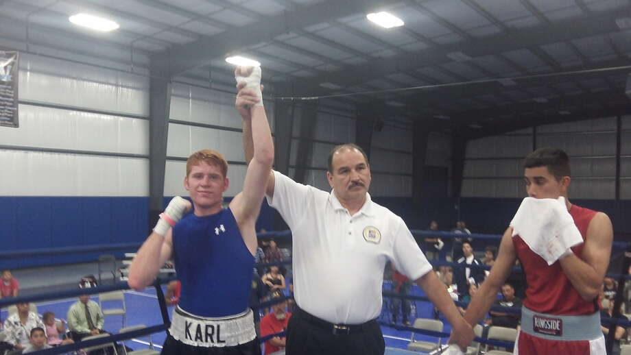 Ryan Karl (L) stopped Max Marquez in the second round to win the  141-pound open championship and Outstanding Boxer award at the 2011  Houston Open Ring Nationals.(Peter Lim)