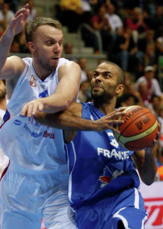 Dusko Savanovic, left, from Serbia tries to block Tony Parker, right, from France during the EuroBasket European Basketball Championship Group B match in Siauliai, Lithuania, Monday, Sept. 5, 2011. Photo: Petr David Josek/Associated Press / AP