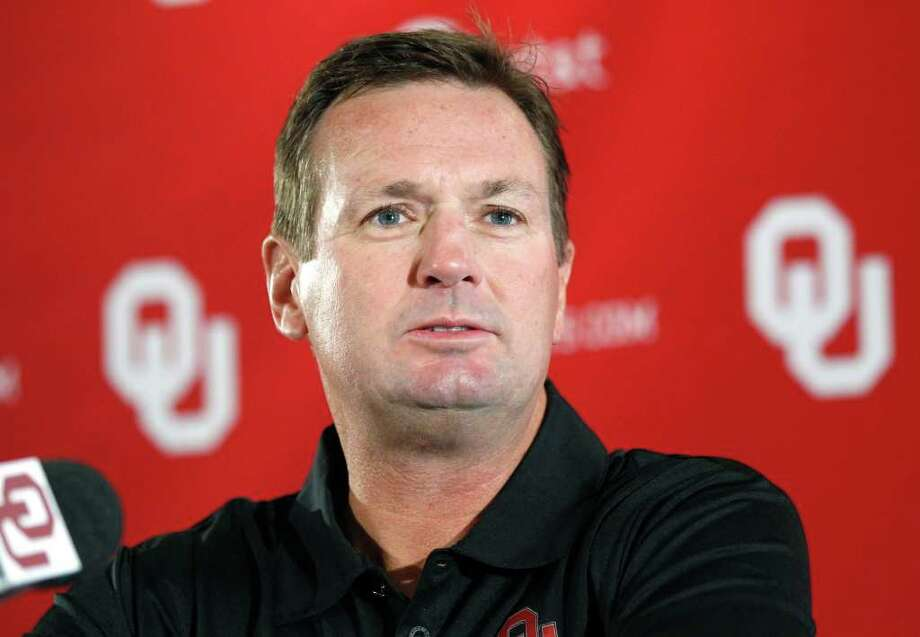Oklahoma head coach Bob Stoops says that 16-team superconferences are likely the future of college football. Photo: Sue Ogrocki, STF / AP