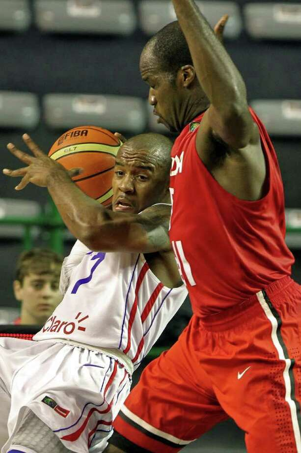 Dominican Luis Flores (L) fights for the ball with Canadian Cory Joseph, during their qualifying round 2011 FIBA Americas Championship match on September 1, 2011 at Islas Malvinas Stadium, Mar del Plata, Buenos Aires, Argentina. Photo: Maxi Failla/AFP/Getty Images / 2011 AFP