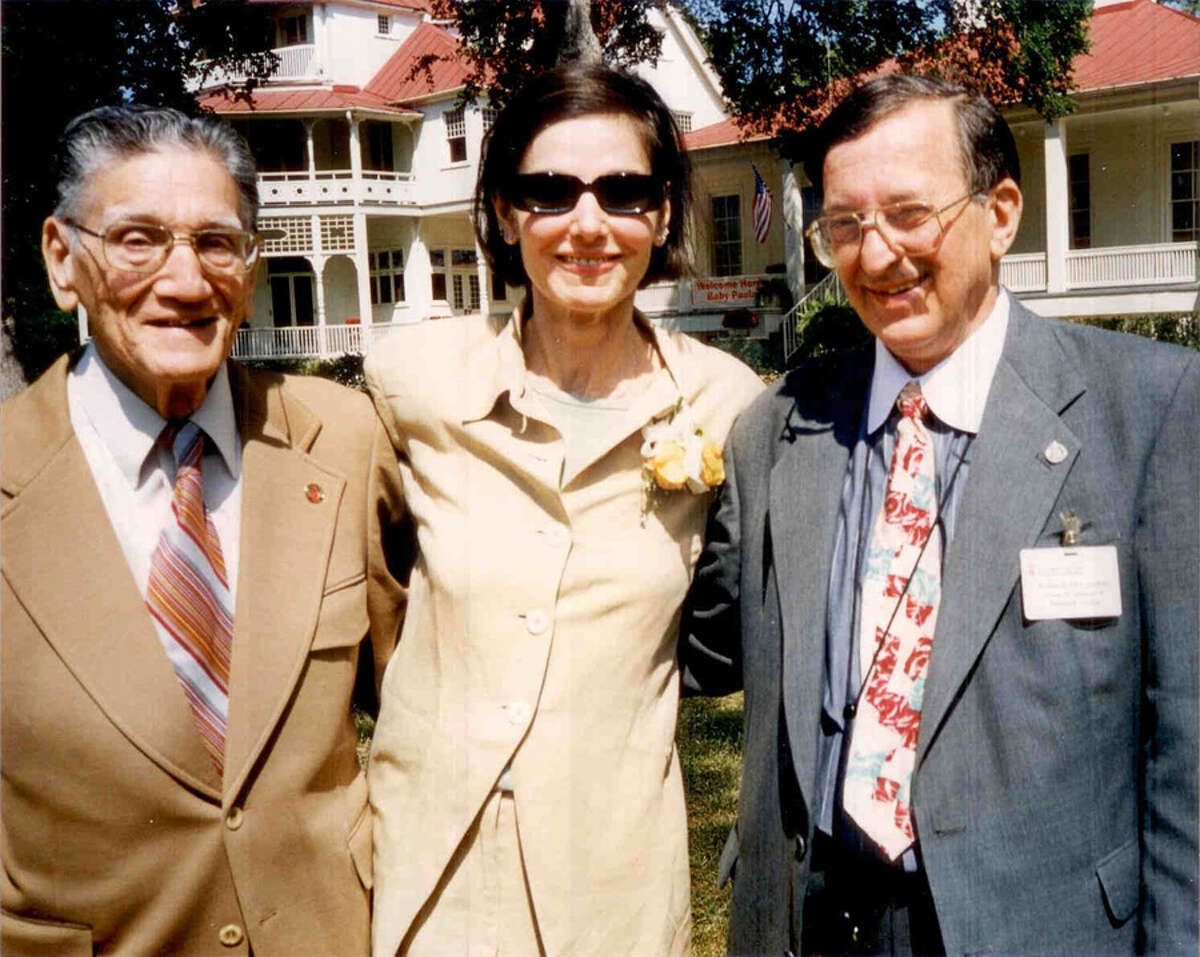 The late Thomas Ragusa, (from left) Paula Prentiss, and Dick McCracken in front of Brackenridge Villa on the University of the Incarnate Word campus in 1998. COURTESY PHOTO RICHARD BENJAMIN / COURTESY DICK McCRACKEN