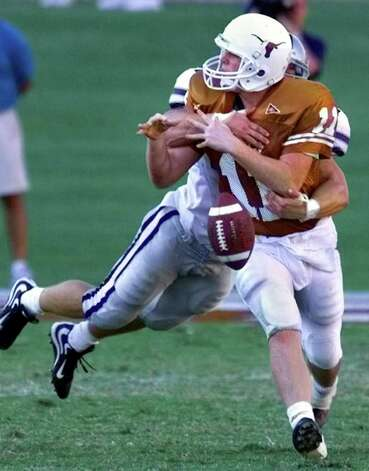 UT's Major Applewhite fumbles the ball as Kansas State's Mark Simoneau runs him down in a 1999 game in Austin. Simoneau recorded 400 tackles over an impressive career for the Wildcats and played a decade in the NFL before announcing his retirement last year. Photo: Tom Reel/treel@express-news.net