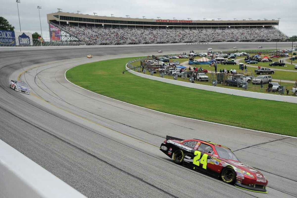 Sprint Cup Series driver Jeff Gordon (24) moves through Turn 4 during the NASCAR Sprint Cup AdvoCare 500 auto race, Tuesday, Sept. 6, 2011, at the Atlanta Motor Speedway, in Hampton, Ga. Gordon won the race. (AP Photo/Mike Stewart)