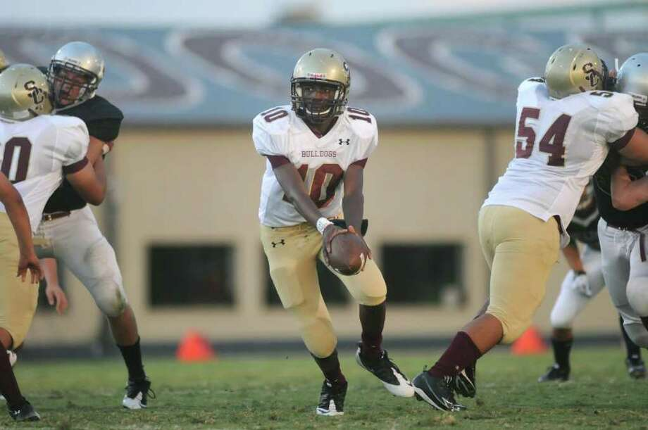 JERRY BAKER: FOR THE CHRONICLE GETTING IT DONE: Summer Creek sophomore quarterback Aaron Sharp, No. 10, threw for 226 yards and five touchdowns in a recent win over Magnolia. Photo: Jerry Baker, Freelance