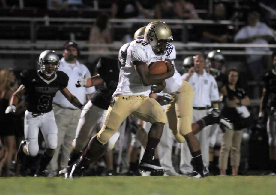 JERRY BAKER: FOR THE CHRONICLE RUNNING FREE: Summer Creek junior running back KeeVon Aldridge and the Bulldogs are off to a good start to the team's second season of football, going 2-0 early on in 2011. Photo: Jerry Baker, Freelance