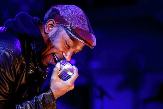 Musician Mos Def performs during a party for Google's new music search on Wednesday, Oct. 28, 2009, in Los Angeles. Photo: Matt Sayles, AP / AP