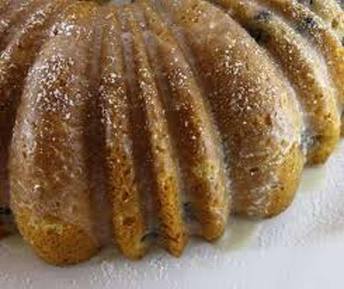 blueberry bundt cake (fahrenheit350.blogspot.com)
