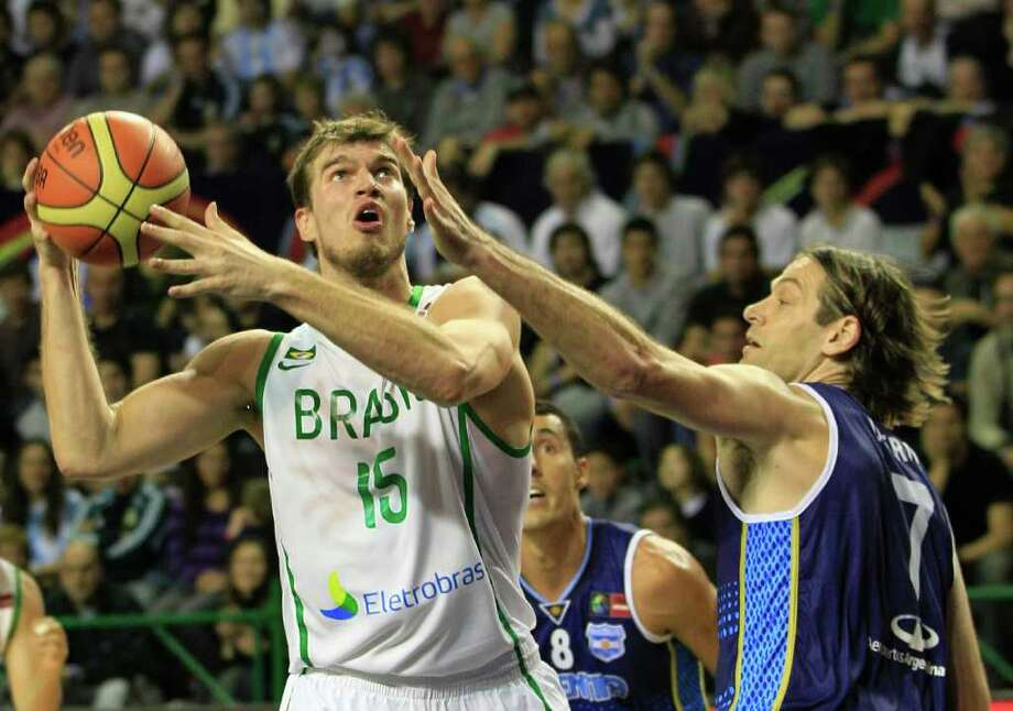 Brazil's Tiago Splitter, left, looks to the basket as Argentina's Fabricio Oberto defends during a FIBA Americas Championship basketball game in Mar del Plata, Argentina, Wednesday Sept. 7, 2011. The top two finishers of the tournament get an automatic berth in the 2012 London Olympics and the next three advance to the last-chance Olympic qualifier to be held in July 2012. Photo: Martin Mejia/Associated Press