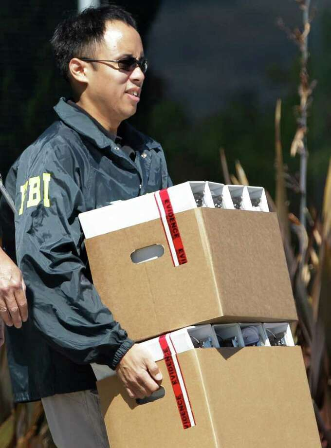 FBI agent carry boxes of evidence from Solyndra headquarters in Fremont, Calif., Thursday, Sept. 8, 2011. The FBI are executing search warrants at the headquarters of California solar firm Solyndra that received a $535 million loan from the federal government. (AP Photo/Paul Sakuma) Photo: Paul Sakuma