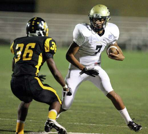 Seguin's Ty Miles looks for room around East Central's Matthew Coleman  during second half action Thursday Sept. 8, 2011 at Hornet Stadium. East Central won 49-7. Photo: EDWARD A. ORNELAS, Express-News / SAN ANTONIO EXPRESS-NEWS (NFS)